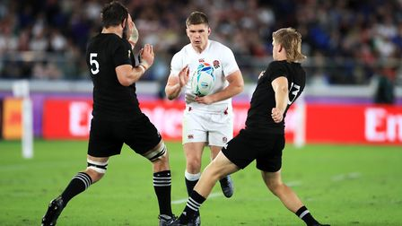 England's Owen Farrell runs at New Zealand's Sam Whitelock (left) and Jack Goodhue during the 2019 R