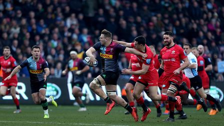 Harlequins Alex Dombrandt passes the ball to Danny Care before scoring his side's 1st try during the