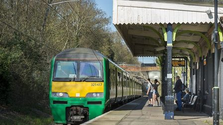 A London Midland class 321 pulls into Bricket Wood station with a service to Watford Junction. Credi