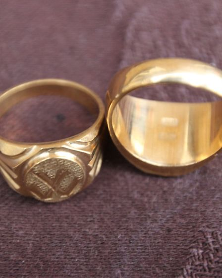 The two rings handed to the victim in exchange for a £40 loan