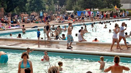 Hitchin outdoor swimming pool during the height of summer