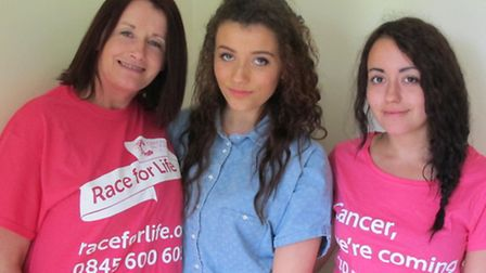 Zoe (centre) with mum Julia and sister Amy