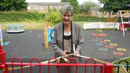 Cllr Ann Webb officially reopens the play area in Wellfield Court