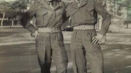 Private Ron Hope (l) with his friend Private Robert Coulson (r)