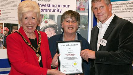 Cllr Kay Twitchen, chairman of Essex County Council presents Local Food (& More! with the award.