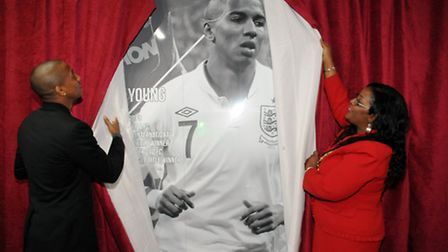 Ashley Young and mayor Sherma Batson unveil the final pictorial
