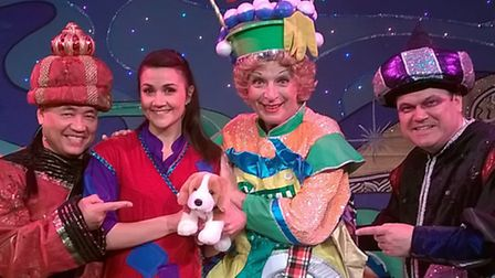 Gordon Craig Aladdin cast with Hadwen the beagle mascot