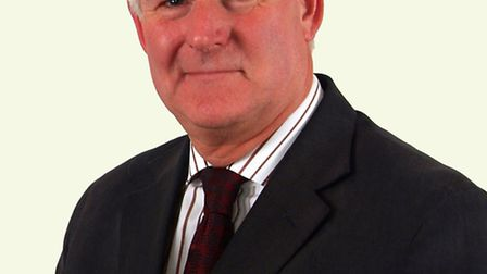 Councillors defeated the vote of no confidence in Uttlesford District Council (UDC) leader, cllr How