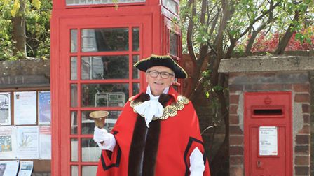 Town crier, Graham Scott in, his first year at this post. He interrupted his Australian holiday to r