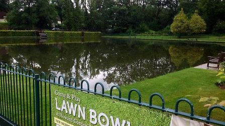 The bowling green at Howard Park and Gardens in Letchworth has become a new outdoor swimming pool, a