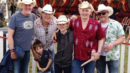 Shea Lucey from Stevenage meets Paul Young and Los Pacaminos at Rhythms of the World, June 2015