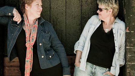 Chris Wile and Julie Matthews are appearing at Hitchin Folk Club