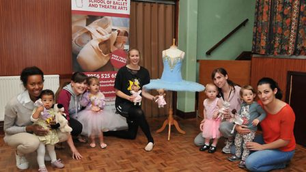 Mummy and Me ballet class with Vickie Lesnick (centre)