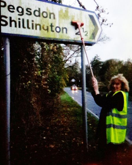 Davina Leighton gets scrubbing to make things clearer for North Herts motorists