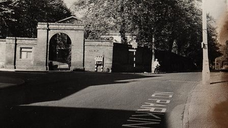 The old entrance to the Hitchin Quaker meeting house grounds