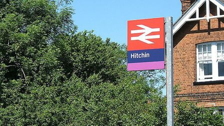 Hitchin railway station is to have flowers planted along its platforms after the Rotary Club of Hitc