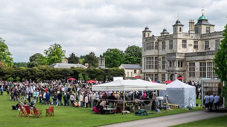 Crowds at the Antiques Roadshow at Audley End House