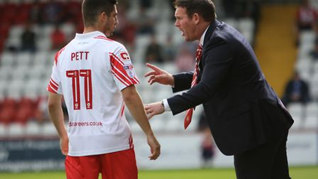 Darren Sarll giving instructions to Tom Pett. Picture: DANNY LOO