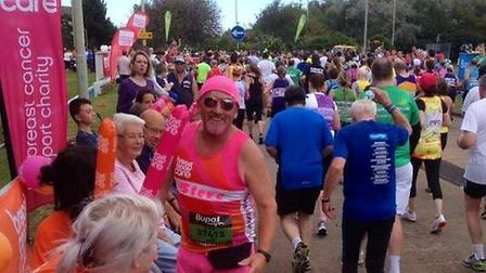 Steve Grimsley stands out in his all-pink running gear. Image supplied by Steve Grimsley