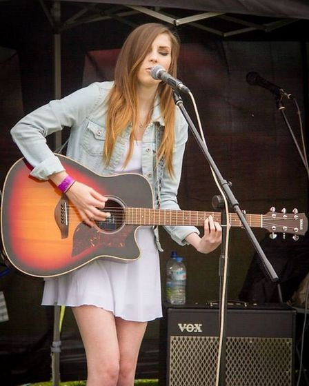 Cara Beard performing on the acoustic stage at Stevenage Day in 2015. Credit: SG1 Radio