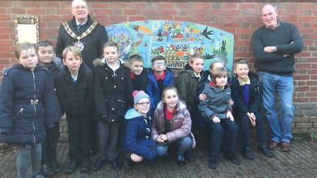 Sandy mayor Councillor Colin Osborne, mosaicist Oliver Budd and pupils from St Swithun's, Maple Tree