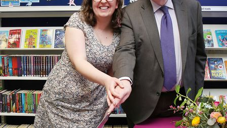 Hitchin Library manager Rebekah Nicolas and Hertfordshire County Council cabinet member for librarie