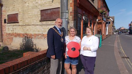 Sandy Town Council are placing giant poppies around town to commemorate 100 years since the end of W