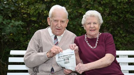 Cyril and Jean Andrews celebrate their 70th wedding anniversary together holding a Comet article fro