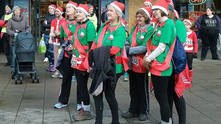 Runners braved the cold in aid of Garden House Hospice Care. Picture: Terry Linton, Hitchin Camera C