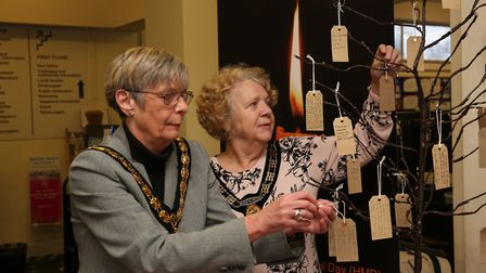 Mayor of Stevenage Councillor Margaret Notley and mayoress Councillor Laurie Chester leave a note on