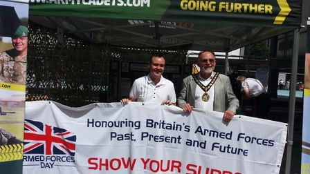 Stevenage MP Stephen McPartland and mayor Simon Speller show their support to the armed forces. Pict