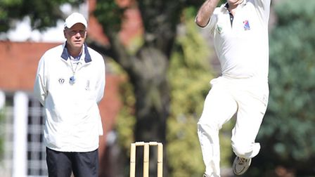 Dave Peat bowls for Datchworth