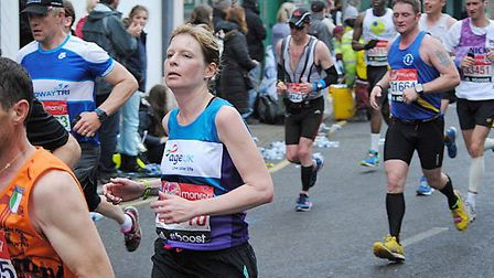 Melanie Trayford at mile 14 on her way to new Ladies' club record.