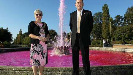 Lynne Sparks, (Mayor) with Richard Erwin, (General Manager), from Roche with the pink fountain for b