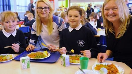 Paralympian Jessica-Jane Applegate chats about the school dinners with Costessey Junior School child