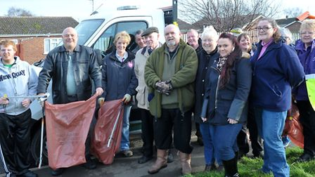 Waterlees in Bloom Litter Pick . Staff from Oasis centre, Councillors, Residents, Circle housing sta