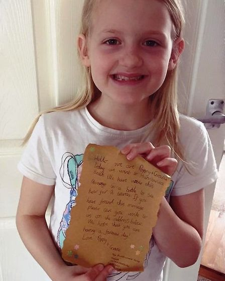 Poppy Cornwell with the message she handwrote.