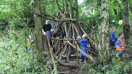 Dads building dens with Tenterfield Nursery