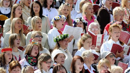 """""""To Breathe as One"""" festival in Tallinn reunits tens of thousands of Estonians that sing in huge cho"""