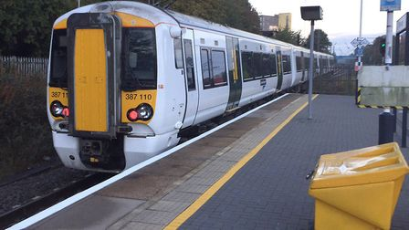 There are train delays between Welwyn Garden City and Moorgate this morning.