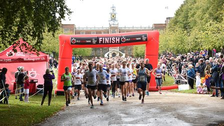 The start of the Willow 10K at Hatfield House.Picture: Christopher Dean / Scantech Media.