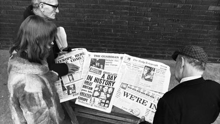 Londoners read the newspapers headlines about Britain's entry to the Common Market, January, 1973. (