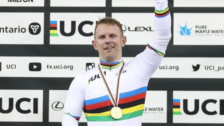 Jody Cundy won his twelfth gold medal in a row at the UCI Para-cycling track world championships in