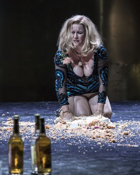 NT Live production of Tennessee Williams' Cat on a Hot Tin Roof. Picture: Johan Persson
