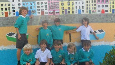 Southmead School pupils with the new mural.