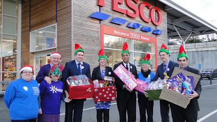 Ailsa Elkins-McDonalds, community champion for Tesco Extra; Ian Roome and Julie Whitton from the Che