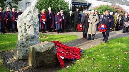 Councillors have voted to keep the town's war memorial in its original position in Victoria Park. Pi