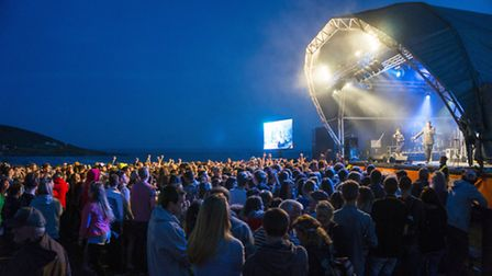 A packed crowd enjoys the performance by Roots Manuva at GoldCoast Oceanfest on Friday night: Pictur