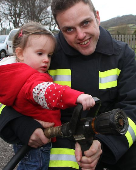 Sidford playgroup had a visit by the Sidmouth fire fighters and got to see their fire engine. Firefi