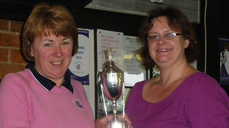 Sheila Thomson receives the Fields Cup after her success at Sidmouth